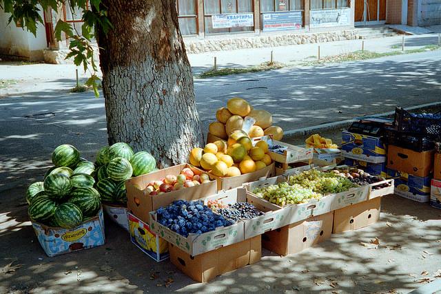 какие фрукты в августе  в крыму